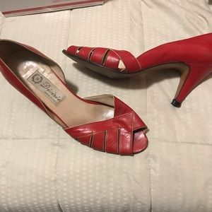Vintage red Italian leather heels ♥️